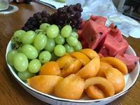 果物が山盛り・・・・♪ - 本当に幸せなの?