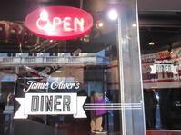 ジェイミー・オリヴァーの英国内のレストラン、ガトウィック空港の3軒をかろうじて残す - イギリスの食、イギリスの料理&菓子