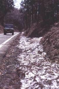鉢伏高原へと向かう道でのJA11:雪解けの頃 - YAJIS OFFICE BLOG