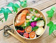 紫陽花リースのアレンジメントと焼き鮭のお弁当 - おだやかなとき
