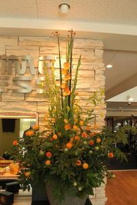 エニタイムフィットネスセンター赤羽北店様へアラジン風グラジオラスのアレンジ - 北赤羽花屋ソレイユの日々の花
