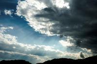 雲からこぼれる美しい光 - Omoブログ