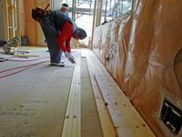 「素足で暮らす家」ムクの床板張り - 北国の建築徒然草-山本プランニング一級建築士事務所