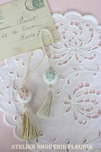 ローズのシザーキーパー - 東京 世田谷 白糸刺繍教室 Atelier broderie fleurie (アトリエ ブロドリーフルーリ)