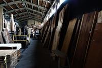 地震と木材倉庫 - SOLiD「無垢材セレクトカタログ」/ 材木店・製材所 新発田屋(シバタヤ)