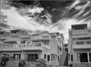 斜面に建つマンション - 蝴蝶の夢