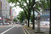 街角美術館飯田勝彦制作「ふれあいの輪」。札幌のメインストリートにあります。 - ワイン好きの料理おたく 雑記帳