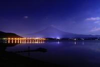 令和元年6月の富士(13)河口湖大橋の橋灯と富士 - 富士への散歩道 ~撮影記~