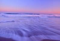 夕暮れの空と浜辺の波 - 天野主税写遊館