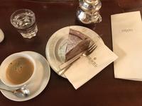 【個人的には世界一のチョコケーキ】デメルのアンナトルテ@ウィーン - サボリーマンOL、ほぼ1人で海外ふらふらした記