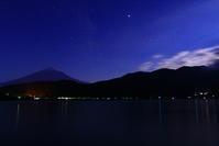 令和元年6月の富士(14)河口湖の夜空の富士 - 富士への散歩道 ~撮影記~