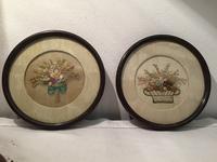 花の刺繍入り円形木製額900,901Hold(Tomiz6.24) - スペイン・バルセロナ・アンティーク gyu's shop
