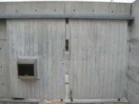 ガレージドアを再塗装−4再塗装編 - 函館の建築家 『北崎 賢』日々の遊びと仕事