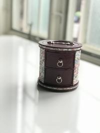 2段引き出しの丸箱 - COTTONTAIL