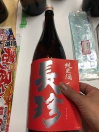 「純米酒REDラベル」「特別純米ゴールドラベル」のレッテル張りからの瓶洗い - 日本酒biyori