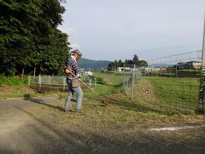 明けで田んぼの草刈り -