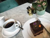 【ハンガリー地元民御用達】カフェ・ツェントラル(セントラル)@ブダペスト - サボリーマンOL、ほぼ1人で海外ふらふらした記