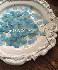 雨色ブルーに染めた花弁 - 布の花~花びらの行方 Ⅱ