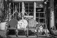 古着屋さんでひなたぼっこ中の透明人間たち - Silver Oblivion
