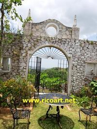 ゲデス・グレートハウスのムーンゲートとケンの写真 - ジャマイカブログ Ricoのスケッチ・ダイアリ