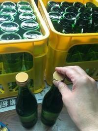 「純米吟醸ブルーラベル」「特別純米ゴールドラベル」の720mlの瓶詰 - 日本酒biyori