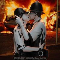 Banksy's Kissing Coppers - 下呂温泉 留之助商店 入荷新着情報