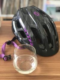 ヘルメットとグラス - mimicafeの窓からこんにちは