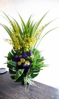 ご葬儀のアレンジメント。「無宗教なので、バラも可」。水車町3丁目の斎場にお届け④。2019/07/05。 - 札幌 花屋 meLL flowers