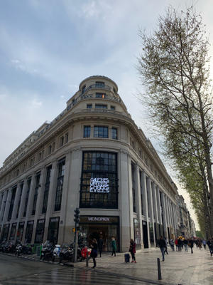 """シャンゼリゼ通りにデパートの""""Galeries Lafayette""""が! ~ Les Galeries Lafayette des Champs Elysees ~ - おフランスの魅力"""