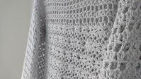 連続モチーフ繋ぎ風プルオーバー - 空色テーブル  編み物レッスン