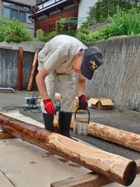 フットパスの標柱加工はみんなで - 浦佐地域づくり協議会のブログ