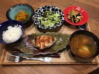 【献立】鶏むね肉のグリル、カボチャの煮物、キャベツと海苔のチョレギサラダ、茄子と舞茸の煮浸し、カブのお味噌汁 - kajuの■今日のお料理・簡単レシピ■