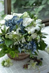 しっとり雨に映える紫陽花のフラワーアレンジメント。 - 花色~あなたの好きなお花屋さんになりたい~