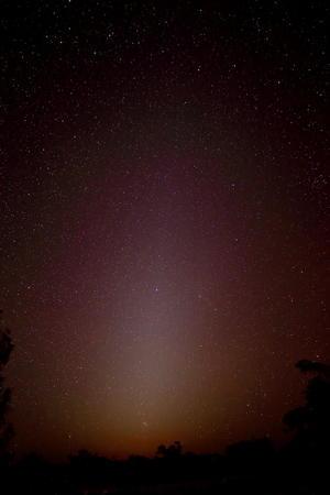 西空に現れた黄道光 - 遥かなる星々の煌めき