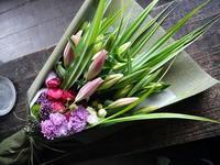 お母様の喜寿のお祝いに花束。「赤紫~ピンク。ピンクの百合を使って。和装に似合う雰囲気」。札幌グランドホテルにお届け。2019/07/14。 - 札幌 花屋 meLL flowers