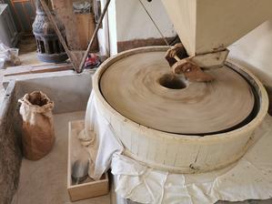 粉挽きで始まり、パン焼きで終わった日曜日 - フィレンツェ田舎生活便り2
