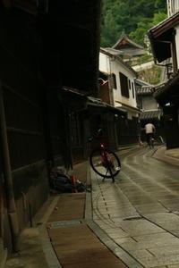 雨に濡れる街並み - ゆる鉄旅情