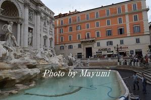 月曜日はトレヴィの泉の清掃日&ネイルDAY♪ - ローマより愛をこめて