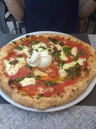 こちらも大人気のピザ屋「Al Civico Sei」! - コントリ!(コントラバスでトリエステ) ヌオーヴォ!