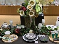 夏の森のグランピングテーブルコーディネート(岩田屋アリタポーセリンラボ - Table & Styling blog