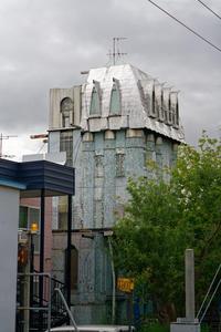 この建物は一体何なのか - inside out