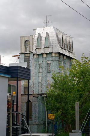 この建物は一体何なのか -