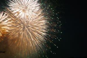 打ち上げ花火、下から見るか?横から見るか?…ベランダから見るか。 - Kimagure Blog