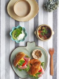 クロワッサンサンドの朝ごはん - 陶器通販・益子焼 雑貨手作り陶器のサイトショップ 木のねのブログ