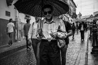 花柄の傘の男 - 二勝三敗