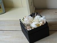 大人色のフラワーボックス - milfle なブーケ