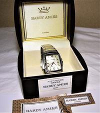 ハーディーエイミス、エリザベス女王即位50周年記念腕時計。 - 自由空間の間取り