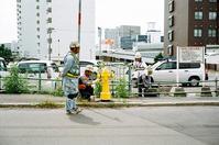 黄色い消火栓の塗装工事 - 照片画廊