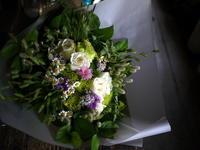 ご結婚記念日に花束。「夏っぽい、爽やかな感じ、あればカモミール等入れて」。北広島市西の里にお届け。2019/07/27。 - 札幌 花屋 meLL flowers