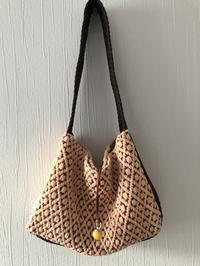 幅広持ち手のオーバーショットの裂き織りバッグ。 - 手染めと糸のワークショップ